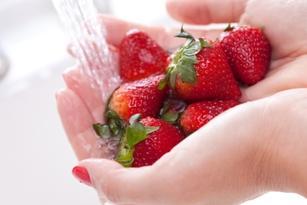 /Files/images/pitanie/мыть фрукты.jpg